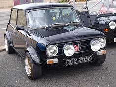 Mornin Miniacs Opening the show is a proper gorgeous Clubby with a sweet chunky road stance. Perfect way to start the day I reckon 😁 Have a great day folks Austin Mini, Austin Cars, Fancy Cars, Retro Cars, Nice Cars, Classic Mini, Classic Cars, Mini Morris, Mini Cooper Clubman