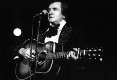 Johnny Cash im Jahr 1981. Am 26. Februar hätte Johnny Cash seinen 83. Geburtstag gefeiert. Die Country-Legende starb mit 71 Jahren, seine Musik lebt ewig. Mehr dazu hier: http://www.nachrichten.at/nachrichten/kultur/King-of-Country-Music-Erinnerungen-an-Johnny-Cash;art16,1666773 (Bild: dpa)