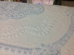 13/4/2013 One quarter of the border surrounding the central motif is quilted. Very dense fill was needed to control the fullness.