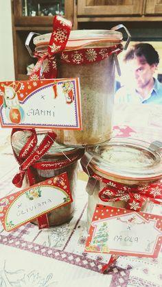 Babbi e le Palle di Pelo: Torta speziata in vaso sotto vuoto e Buon Anno Cupcake, Gift Wrapping, Gifts, Presents, Wrapping Gifts, Cupcakes, Gifs, Gift Packaging, Cupcake Cakes