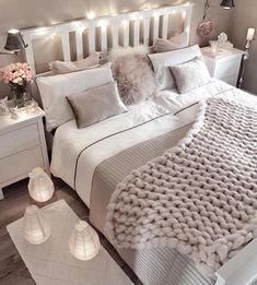 Small bedroom decorating ideas including cozy decor such as faux fur, lots of pillows, blankets, han Room Ideas Bedroom, Cozy Bedroom, Home Decor Bedroom, Girls Bedroom, Bedroom Inspo, Bedroom Designs, Bedroom Styles, Bedroom Themes, Classy Bedroom Ideas