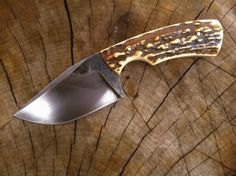 Custom Handmade Hand Forged Skinning Knife Overall Length 7 inches Approx Handle Made Of Antler Horn Razor Sharp Blade and Holds an Edge Comfortable Handle Grip Come With Leather Sheath