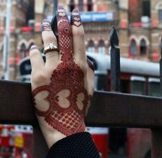 As Rakshabandhan 2019 is Coming, and colleges have started, Here's an article on Henna Mehndi Designs which you can easily pull off to college. Latest Arabic Mehndi Designs, Back Hand Mehndi Designs, Mehndi Designs 2018, Mehndi Designs For Girls, Mehndi Designs For Beginners, Modern Mehndi Designs, Beautiful Henna Designs, Bridal Mehndi Designs, Beautiful Mehndi