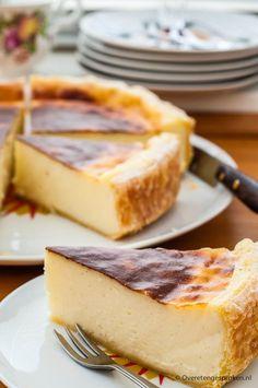 Met dit recept geniet je voortaan ook thuis v - Bolo Flan, Flan Cake, Custard Cake, Food Cakes, Cupcake Cakes, No Bake Desserts, Just Desserts, Dessert Recipes, Bread Cake