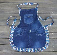 Sewing Aprons, Sewing Clothes, Jean Apron, Costura Fashion, Mode Jeans, Denim Ideas, Denim Crafts, Recycle Jeans, Recycled Denim