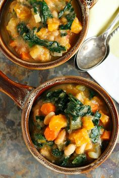 Warm up for game time with this dairy-free butternut squash white bean kale stew! This recipe is full of hearty veggies & meatless! Can we say touchdown?!