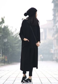 minimalist monochrome women's winter fashion. style. chic. outfit. look. black.