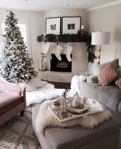 Christmas Home Decor Ideas living room decoration, winter style, cozy room decor, white faux fur rug Decoration Christmas, Cozy Christmas, Xmas, Christmas Feeling, White Christmas, Christmas Living Room Decor, Modern Christmas, Apartment Christmas, Christmas Morning