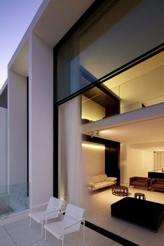 This design of this residence located on Bondi beach takes advantage of the views and climate while delivering a modern luxury in the architecture and. Architecture Design, Residential Architecture, Contemporary Architecture, Residential Land, Architecture Interiors, Style At Home, Home Modern, Modern Living, Modern Homes