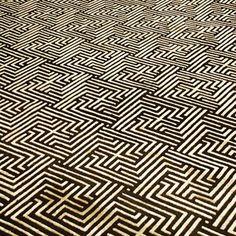 @josigmorita | Simplesmente maravilhoso esse tapete! Zegna da By Kamy!  #show #tapetes #lindo #ByKamy #requinte #efeito #design #textura #seda #lã #geométrico #Nepalês #sentir #artesanal #maciez #living #hometheather #lounge #saladejantar #decorar #sofisticado