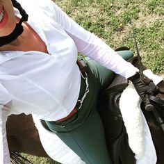 Hunter green breeches always a winner rootd Hunter green breeches always a winner rootd - Art Of Equitation Equestrian Boots, Equestrian Outfits, Equestrian Style, Equestrian Fashion, Horse Fashion, Tailored Sportsman, Riding Hats, Horse Riding Gloves, English Riding