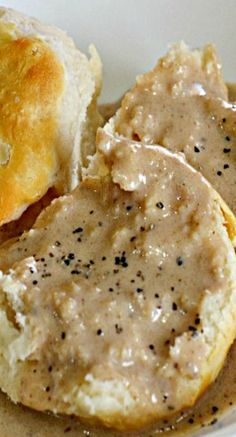 Old Fashioned Country Bacon Gravy. I learned to make gravy at a young age. I pinned this so that I wouldn't forget to try it. I have never made bacon gravy. Bacon Recipes, Sauce Recipes, Brunch Recipes, Steak Recipes, Bacon Gravy, Sausage Gravy, Sauces, Breakfast Gravy, Biscuits And Gravy