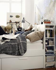 Nya möjligheter. BRIMNES säng med förvaring.