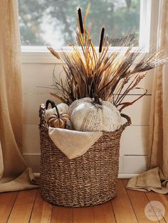 Fall home decor Fall farmhouse home decor. How to style a fall basket. Always wanted to learn how to knit, however undecided where to be. Fall Home Decor, Autumn Home, Diy Home Decor, Country Fall Decor, Modern Fall Decor, Rustic Fall Decor, Room Decor, Thanksgiving Decorations, Seasonal Decor