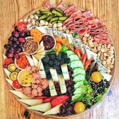 How to arranging the perfect cheese board—it is more simple than you might think. For a stunning charcuterie, fruit, and cheese plate, you just need a few staples. Charcuterie And Cheese Board, Charcuterie Platter, Antipasto Platter, Cheese Boards, Snack Platter, Platter Board, Crudite Platter Ideas, Tapas Platter, Charcuterie Spread