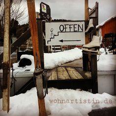 Gleich um die Ecke!  #Eingang #Winter #offen #blog