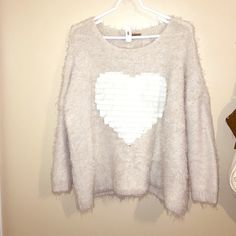 Cream Sweater In great condition. Previously worn! Sweaters