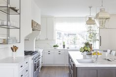 Coastal kitchen trend is real suitable for those living nearby the beach 17 Amazing Coastal Kitchen Style Ideas Design Your Kitchen, Luxury Kitchen Design, Kitchen Cabinet Design, Kitchen Cabinetry, Luxury Kitchens, Kitchen Flooring, Small Space Kitchen, Big Kitchen, Kitchen Decor