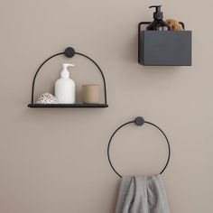Bathroom accessories: ferm LIVING Bathroom Shelf and Towel Holder in Black. The post Bathroom accessories: ferm LIVING Bathroom Shelf a… appeared first on Best Pins for Yours. Shower Shelves, Bathroom Shelves, Bathroom Fixtures, Bathroom Vanities, Bathroom Storage, Black Towels, Plant Box, Inside Plants, Square Planters
