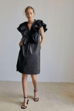 4-11 Fat Fashion, French Fashion, Girl Fashion, Fashion Outfits, Womens Fashion, Fashion Trends, Cute Dresses, Short Dresses, Poplin Dress