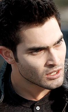 ABOUTKyle🏳️🌈 29 years old Gay · Fanboy · Aquarius Portuguese-Canadian Graphic & Gifset Maker Derek Hale, Teen Wolf