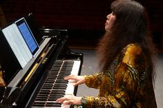iPad: the new way to read and transport piano sheet music. Wu Han's beautiful artistry paves the way!