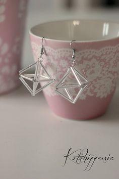 Jouluaskarteluja - Kotohippusia Diy Jewelry, Jewelery, Crafty Craft, Christmas Diy, Helmet, Diy Crafts, Engagement Rings, Beads, Crystals