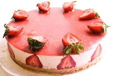Pastel Mousse de fresa con yogur #Delicioso Haz tu pedido en tus Panaderías Boutique  & Saborea la diferencia