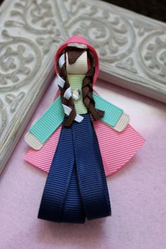 Hey, I found this really awesome Etsy listing at https://www.etsy.com/listing/185996414/anna-frozen-ribbon-sculpture-hair-clip