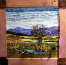 Risultati immagini per telares decorativos arboles Pin Weaving, Loom Weaving, Basket Weaving, Weaving Textiles, Tapestry Weaving, Twig Art, Landscape Art Quilts, Weaving Projects, Weaving Techniques