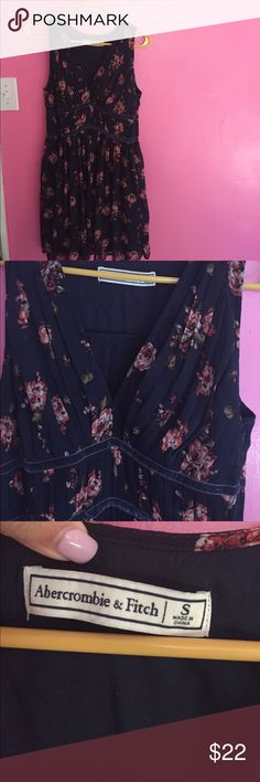 Abercrombie & Fitch dress Like new condition, front is too low for my taste so I can't wear to work Abercrombie & Fitch Dresses Midi