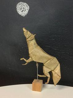Lobo de Suki Kato, plegado por mi en papel elefante de 35x35 Suki, Origami, Paper Envelopes, Paper Folding, Origami Art
