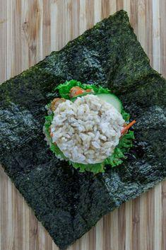 Making this amazing vegan sushi rice ball sandwich (vegan onigirazu) is easier than you think. This is a vegan version of chicken katsu onigirazu recipe! Sushi One, Sushi Sandwich, Vegan Chicken Nuggets, Paleo Diet Food List, Paleo Diet For Beginners, Onigirazu, What Can I Eat, Vegan Sushi, How To Make Sushi