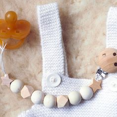 Diy Bebe, Baby Teethers, Marie Claire, Baby Love, Baby Gifts, Diy And Crafts, Creations, Beaded Bracelets, Couture