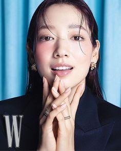 Park Shin Hye Models Jewelry in a Sleek and Simple W Korea Pictorial | A Koala's Playground W Korea, Park Shin Hye, Jewelry Model, Korean Actresses, You're Beautiful, Korean Model, Party Looks, Messy Hairstyles, Hoop Earrings