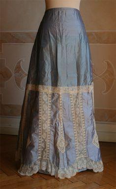 Medium blue petticoat. Abiti Antichi.