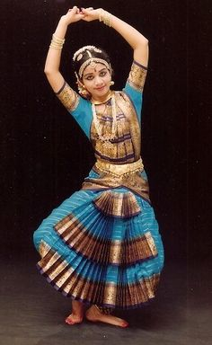 Saree worn specifically for the Tamil dance form, Bharatanatyam