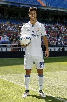 MADRID, SPAIN - AUGUST Marco Asensio of Real Madrid poses during his official presentation at Estadio Santiago Bernabeu on August 2016 in Madrid, Spain. (Photo by Angel Martinez/Real Madrid via Getty Images) Real Madrid Soccer, Ronaldo Real Madrid, Real Madrid Players, Soccer Guys, Soccer Players, Soccer Jerseys, Best Hotels In Madrid, Real Madrid Photos, Man Stuff