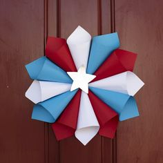 Paper Wreath Craft - a few 4th July decorations can be used in a Smurfs themed party and you can always adapt colours to whatever your theme is