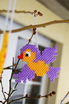 beading patterns Taburettli: Last Minute Osterstrauch Hama Beads Design, Diy Perler Beads, Perler Bead Art, Pearler Beads, Melty Bead Patterns, Beading Patterns, Diy And Crafts, Crafts For Kids, Iron Beads
