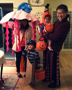 Andrea: Jellyfish with Dory (Me): Umbrella with felt top and tentacles. Dory stuffed animal atop. Nemo Costume (daughter): from the store Kraken (husband): cloth tentacles with white acrylic paint spots, felt... Nemo And Dory Costume, Finding Nemo Costume, Mickey Halloween, Halloween 2020, Fall Halloween, Family Halloween Costumes, Halloween Outfits, Halloween Costume Contest, Costume Ideas