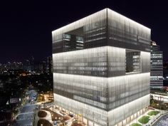 Yongsan Amorepacific New Headquarters Biophilic Architecture, Architecture Building Design, Building Exterior, Building Facade, Facade Lighting, Exterior Lighting, Lighting Design, Mall Facade, Shop Facade