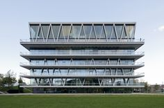 The Apple and the Leaf: On How in Architecture There Are No Indisputable Truths,Leutschenbach School / Christian Kerez. Image Courtesy of Christian Kerez Office Building Architecture, Modern Architecture Design, Facade Design, Facade Architecture, School Building, Location, Exterior, Christian, Inspiration