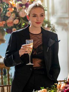 Villanelle on Killing Eve season 3 in a black Commes des Garcons blazer, Simone Rocha top and Loewe brooch Fashion Tv, Fashion Outfits, Fashion Poses, Emo Outfits, Lolita Fashion, Fashion Editorials, High Fashion, Summer Outfits, Pretty People