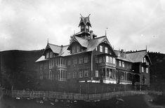 Jakten på arkitekten bak Hotel Central i Stryn Cathedral, Villa, Architecture, Building, Travel, Image, Arquitetura, Construction, Trips