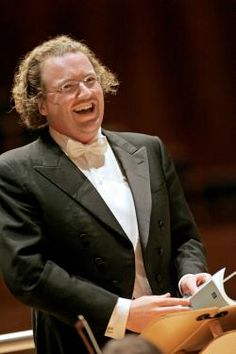 Stéphane Denève (1971) graduated at the Paris Conservatoire, he was assistant to Solti, Prêtre, and Ozawa in 1998. He got the post of music director of the Royal Scottish National Orchestra (RSNO) in  2005, his 1st music directorship. In his 1st season, he led the RSNO at the 2006 Proms, and its 1st performance in France. In 2007, he extended it with RSNO thru 2011. In 2010, the RSNO announced the further extension of his contract, and the conclusion of his tenure after the 2011-2012 season.