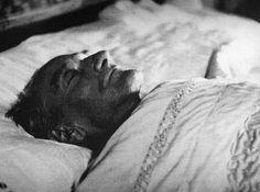 Ölüm tarihi 19'un katı olan 1938 yılıydı. Ölüm yaşı 19'un katı olan 57'ydi.