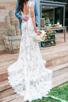 Lace Essense of Australia wedding dress | Photography: Leah Vis #vintageweddingdresses