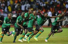 Zambia clinched their first Africa Cup of Nations crown with a poignant penalty shoot-out win over Ivory Coast. Soccer Players, Football Team, Match En Direct, Penalty Shoot Out, St G, Most Popular Sports, Kids Laughing, Popular News, Ivory Coast