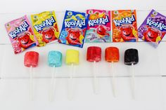 These Kool-Aid Marshmallow Pops are the easiest summer snack idea! Chocolate Dipped Marshmallows, Cute Marshmallows, How To Make Marshmallows, Marshmallow Dip, Spring Desserts, Party Desserts, Sock Hop Party, Carnival Themed Party, Coconut Peanut Butter